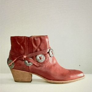 Dolce Vita Skye leather harness ankle booties 9